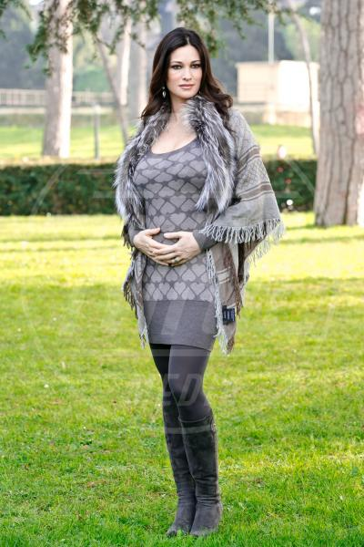 Manuela Arcuri - Roma - 08-01-2014 - 2013 a tutta passione = 2014 a tutta mamma!