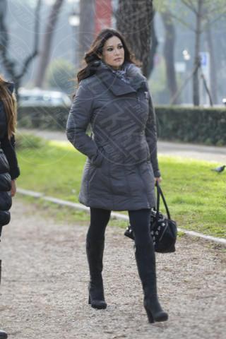 Manuela Arcuri - Roma - 09-01-2014 - Con sto freddo con sto vento, chi esce senza sciarpa?