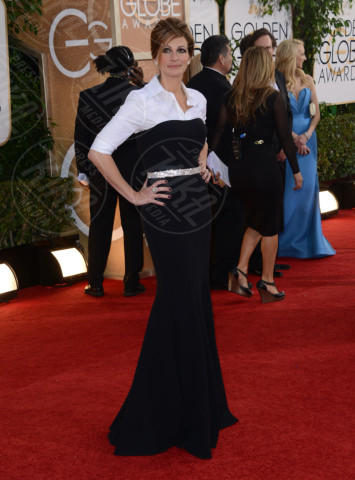 Julia Roberts - Beverly Hills - 12-01-2014 - Camicia bianca e gonna nera: un look… evergreen!