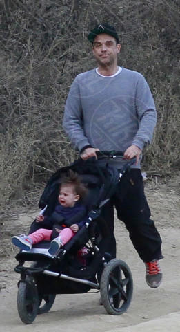 THEODORA, Ayda Field, Robbie Williams - Los Angeles - 12-01-2014 - Troppi bagordi a Natale? Rimettiti in forma con l'hiking!