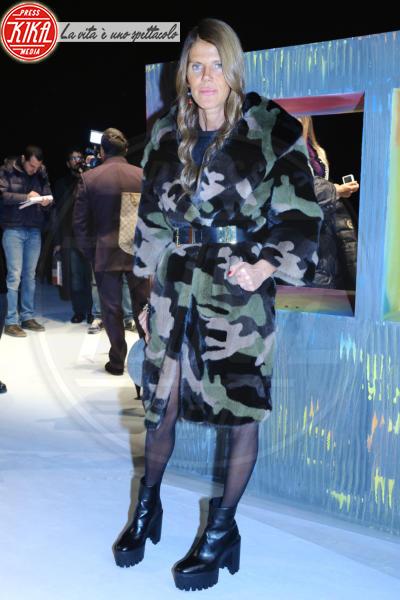 Anna Dello Russo - 14-01-2014 - Calda e colorata: è la Venere in ecopelliccia!