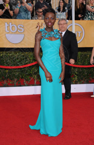 Lupita Nyong'o - Los Angeles - 18-01-2014 - Verde acqua, turchese, azzurro Tiffany: i colori dell'estate