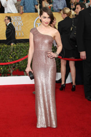 Emilia Clarke - West Hollywood - 18-01-2014 - Sul red carpet come una dea: il ritorno del monospalla