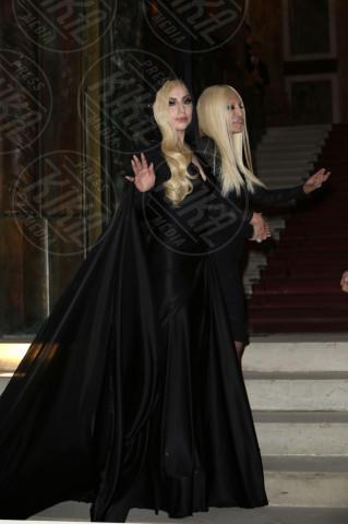 Lady Gaga, Donatella Versace - Parigi - 19-01-2014 - Palazzo Versace, lusso ed eleganza a Dubai