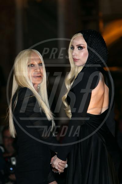 Lady Gaga, Donatella Versace - Parigi - 19-01-2014 - Separati alla nascita: scusa, ma siamo parenti?