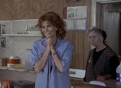 Ann Morgan Guilbert, Sophia Loren - 17-01-2014 - Zia Yetta addio, lo spassoso personaggio de La Tata