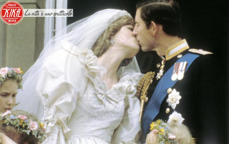 Principe Carlo d'Inghilterra, Lady Diana - Londra - 29-04-2011 - Da Kate a Lady D, gli abiti da sposa Windsor più belli