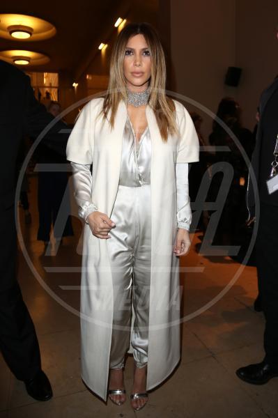 Kim Kardashian - Parigi - 21-01-2014 - En pendant con l'inverno con un cappotto bianco