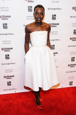 Lupita Nyong'o - New York - 02-12-2013 - Vita stretta e gonna ampia: bentornati anni '50!