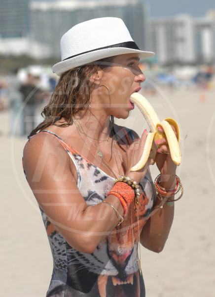 Jennifer Nicole Lee - Miami - 24-01-2014 - L'unico frutto dell'amor…è la banana!