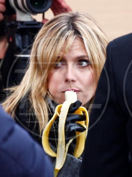 Heidi Klum - Dubai - 07-12-2012 - L'unico frutto dell'amor…è la banana!