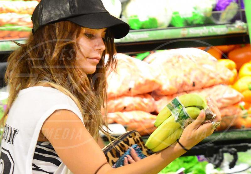 Vanessa Hudgens - Los Angeles - 11-09-2013 - L'unico frutto dell'amor…è la banana!