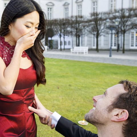 Leah Park, TJ Thyne - Los Angeles - 28-01-2014 - Tj Thyne: una proposta di matrimonio da favola