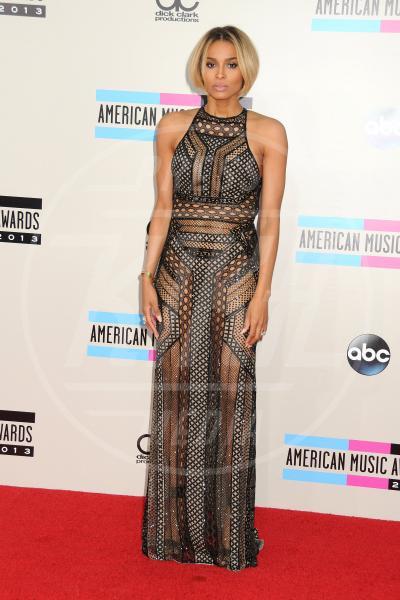 Ciara - Los Angeles - 24-11-2013 - Sotto il vestito… niente! Ma proprio niente!