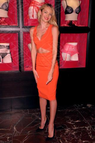 Candice Swanepoel - Manhattan - 04-02-2014 - Viola o arancione? È questo il dilemma… per Halloween!