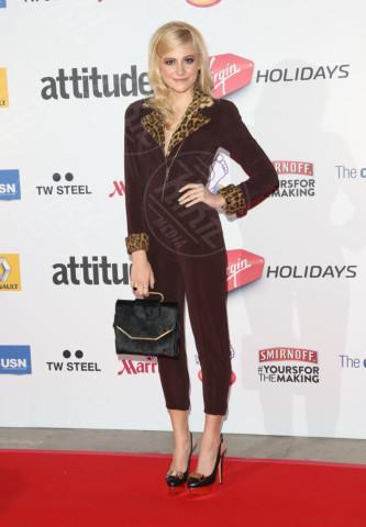 Pixie Lott - Londra - 15-10-2013 - La tuta glam-chic conquista le celebrity