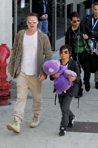 Maddox Jolie Pitt, Pax Thien Jolie Pitt, Brad Pitt - Los Angeles - 05-02-2014 - Brad Pitt e Angelina Jolie fanno rientro a Los Angeles