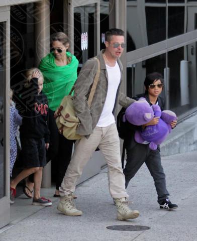 Shiloh Jolie Pitt, Pax Thien Jolie Pitt, Angelina Jolie, Brad Pitt - Los Angeles - 05-02-2014 - Brad Pitt e Angelina Jolie fanno rientro a Los Angeles