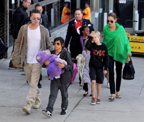 Vivienne Jolie Pitt, Shiloh Jolie Pitt, Pax Thien Jolie Pitt, Angelina Jolie, Brad Pitt - Los Angeles - 05-02-2014 - Brad Pitt e Angelina Jolie fanno rientro a Los Angeles