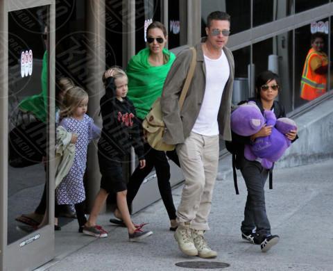 Vivienne Jolie Pitt, Shiloh Jolie Pitt, Maddox Jolie Pitt, Pax Thien Jolie Pitt, Angelina Jolie, Brad Pitt - Los Angeles - 05-02-2014 - Brad Pitt e Angelina Jolie fanno rientro a Los Angeles