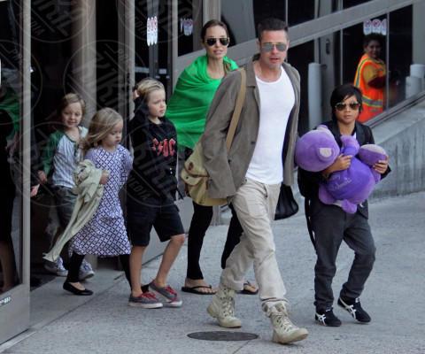 Vivienne Jolie Pitt, Shiloh Jolie Pitt, Zahara Jolie Pitt, Pax Thien Jolie Pitt, Angelina Jolie, Brad Pitt - Los Angeles - 05-02-2014 - Brad Pitt e Angelina Jolie fanno rientro a Los Angeles