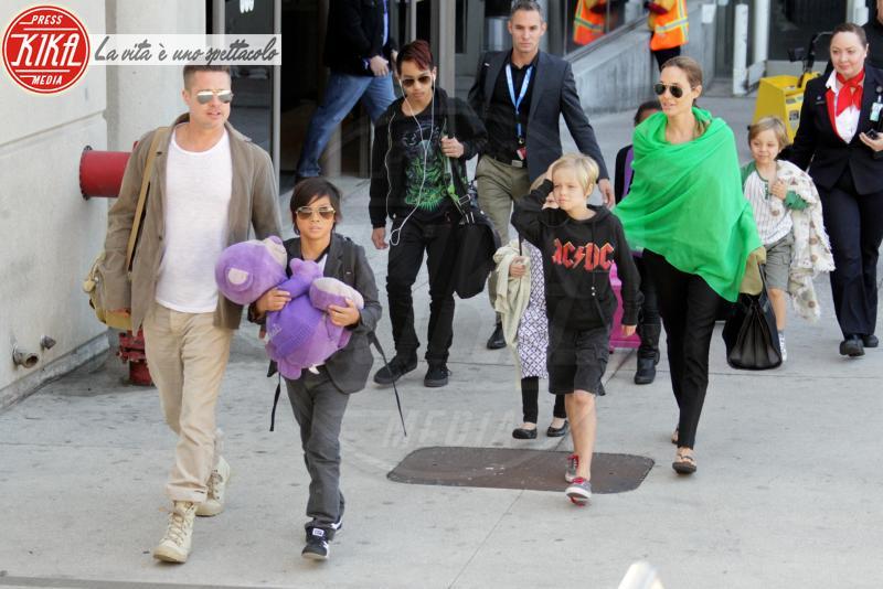 Vivienne Jolie Pitt, Shiloh Jolie Pitt, Maddox Jolie Pitt, Zahara Jolie Pitt, Pax Thien Jolie Pitt, Angelina Jolie, Brad Pitt - Los Angeles - 05-02-2014 - Genitori da record: James Van del Beek al sesto figlio!