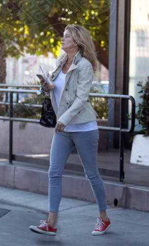 Rachel Hunter - Los Angeles - 05-02-2014 - Giù dai tacchi: le Star preferiscono le All Star!