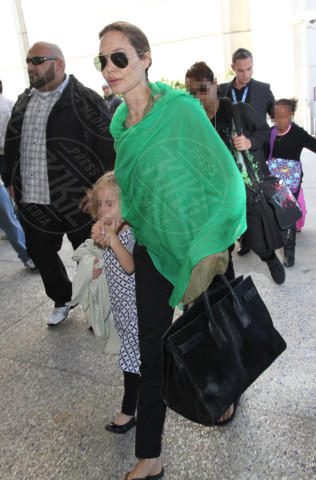 Vivienne Jolie Pitt, Angelina Jolie - Los Angeles - 05-02-2014 - Brad Pitt e Angelina Jolie fanno rientro a Los Angeles