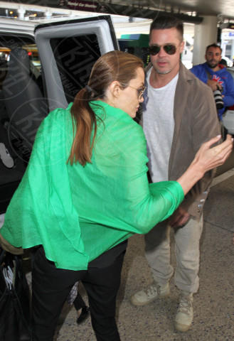 Angelina Jolie, Brad Pitt - Los Angeles - 05-02-2014 - Brad Pitt e Angelina Jolie fanno rientro a Los Angeles