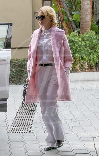 January Jones - Los Angeles - 07-02-2014 - Inverno grigio? Rendilo romantico vestendoti di rosa!