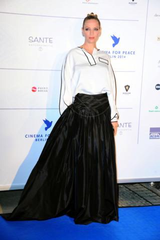 Uma Thurman - Berlino - 10-02-2014 - Camicia bianca e gonna nera: un look… evergreen!