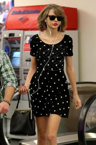 Taylor Swift - Los Angeles - 13-02-2014 - Taylor Swift: la verginità rubata da Jake Gyllenhaal