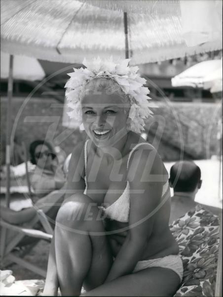 Sandra Milo - 08-08-1966 - Le dive amano i potenti? Forse è il contrario