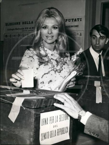 Sandra Milo - 05-05-1968 - Le dive amano i potenti? Forse è il contrario