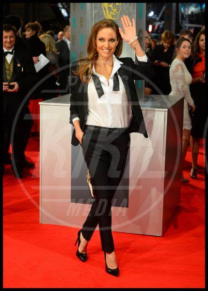 Angelina Jolie - Londra - 16-02-2014 - Donne con le gonne? No: con la cravatta!