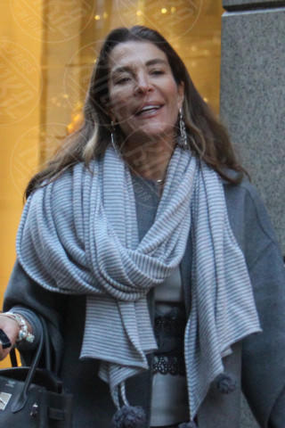 Fiona Swarovski - Milano - 17-02-2014 - Con sto freddo con sto vento, chi esce senza sciarpa?
