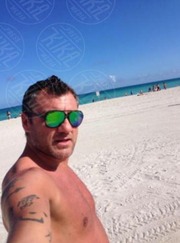 Christian Vieri - Los Angeles - 17-02-2014 - Bobo Vieri perde a footvolley e non la prende bene