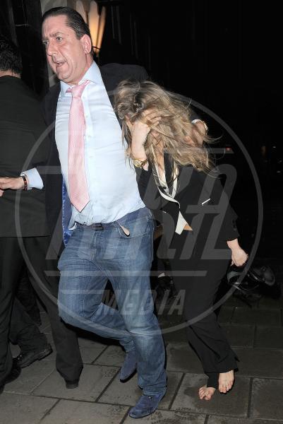 Cara Delevingne - Londra - 18-02-2014 - Cara Delevingne e Kate Moss unite dalla passione per l'alcol