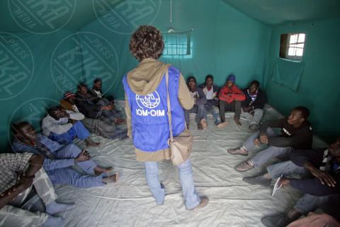 Salvataggio migranti - Augusta - 18-02-2014 - Sbarcano oltre ottocento migranti ad Augusta