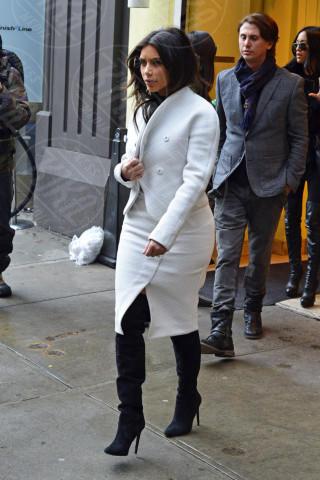 Kim Kardashian - New York - 18-02-2014 - En pendant con l'inverno con un cappotto bianco