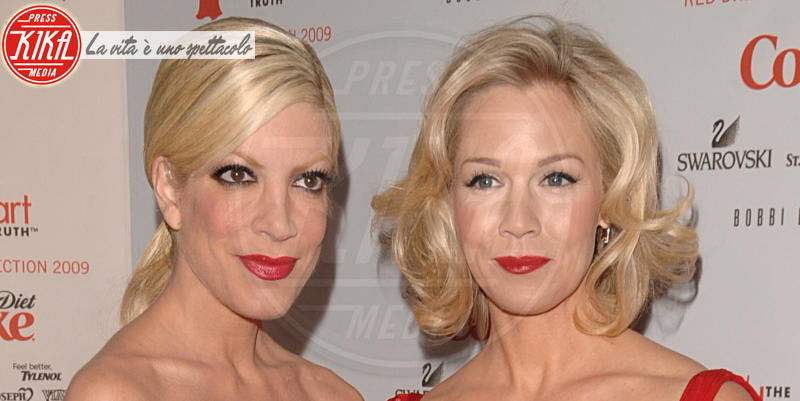 Jennie Garth, Tori Spelling - New York - 19-02-2014 - Beverly Hills 90210: Donna e Kelly, qualcosa è cambiato!