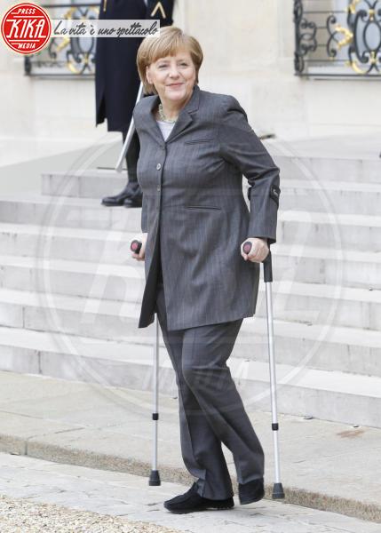 Angela Merkel - Parigi - 19-02-2014 - Bende, cerotti, gessi, la dura vita della star