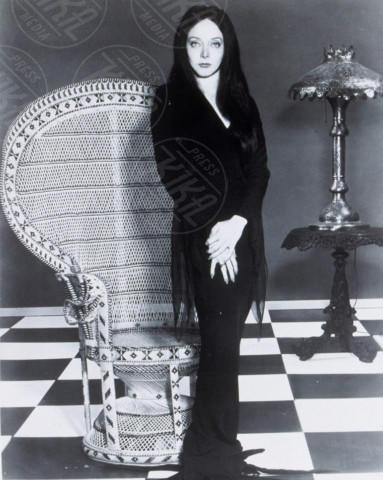 Morticia Addams - Hollywood - 01-06-1964 - Milano Fashion Week: Nina Moric in versione Morticia Addams