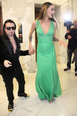 Joshua Fenu, Nina Moric - Milano - 19-02-2014 - Milano Fashion Week: Nina Moric in versione Morticia Addams