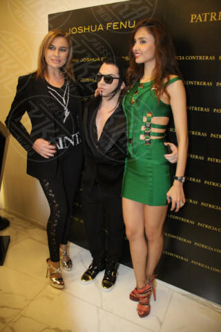 Milano - 19-02-2014 - Milano Fashion Week: Nina Moric in versione Morticia Addams