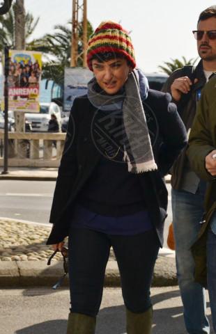 Arisa - Sanremo - 19-02-2014 - Con sto freddo con sto vento, chi esce senza sciarpa?