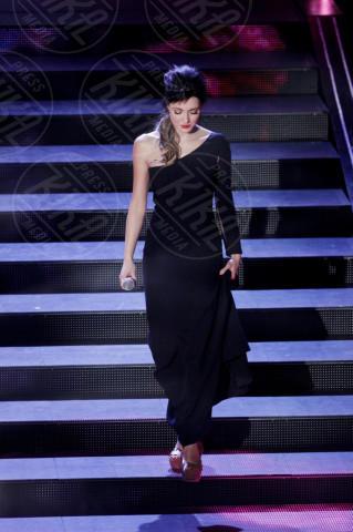 Simona Molinari - Sanremo - 22-02-2014 - Sul red carpet come una dea: il ritorno del monospalla