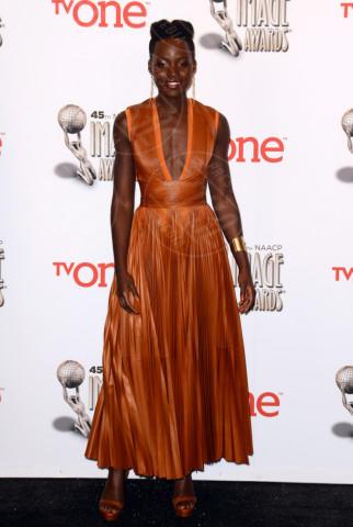 Lupita Nyong'o - Pasadena - 22-02-2014 - Viola o arancione? È questo il dilemma… per Halloween!