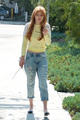 Bella Thorne - Los Angeles - 25-02-2014 - Il giallo, un trend perchè torni a splendere il sole