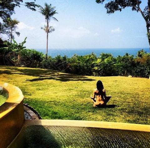 Michelle Rodriguez - Los Angeles - 26-02-2014 - Dillo con un tweet: chi è che fa yoga nuda?
